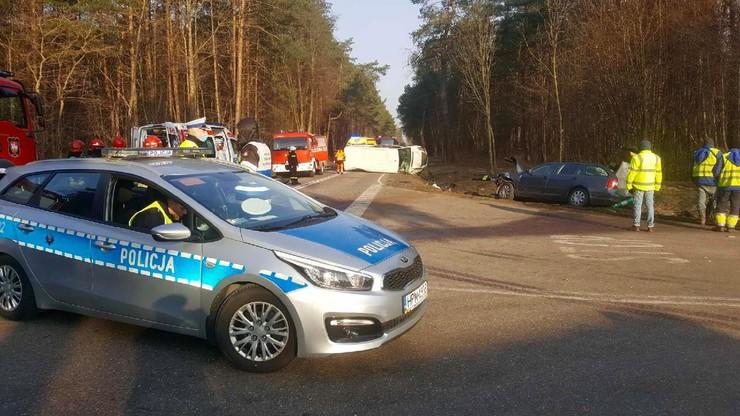 Zderzenie busa z autem osobowym na Podlasiu. Nie żyje pasażer z Ukrainy