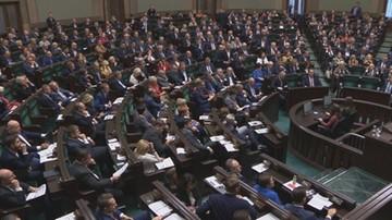 CBOS: PiS dystansuje PO. Pięć ugrupowań w Sejmie, Nowoczesna poza parlamentem