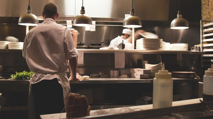 3 tys. zł miesięcznie dla pracowników gastronomii