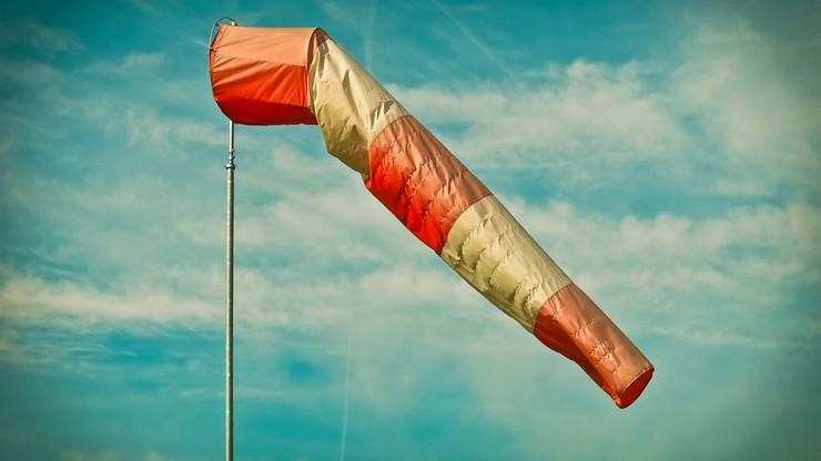 Na Pomorzu silny wiatr. IMGW ostrzega mieszkańców