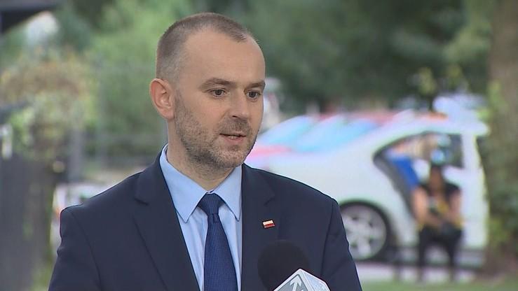 """P. Mucha: """"Wypowiedź prezydenta nie otwiera drogi do Polexitu"""""""