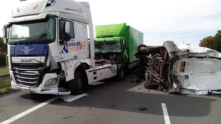 Karambol na autostradzie A2. Cztery osoby ranne