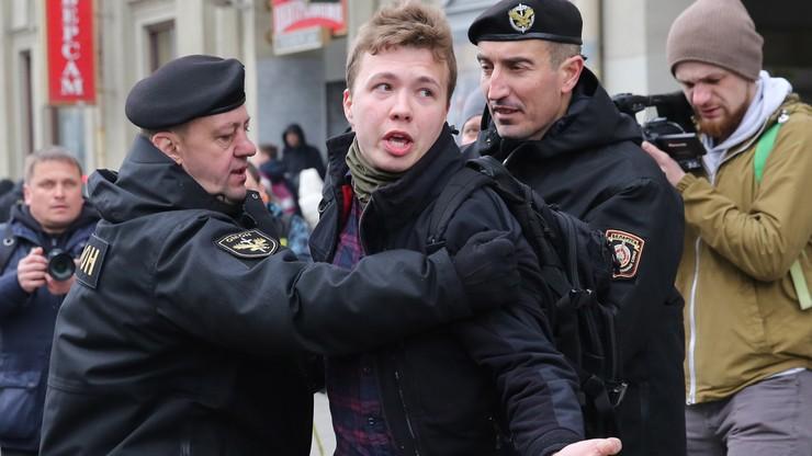 """Białoruś. Media: """"Pratasiewicz jest w stanie krytycznym"""". MSW: """"Jest w więzieniu""""."""