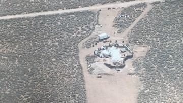 11 wygłodzonych i nagich dzieci w obozie na pustyni w Nowym Meksyku
