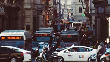 """Koronawirus """"podróżuje"""" autobusem i kolejką. Wyniki kontroli w Rzymie"""