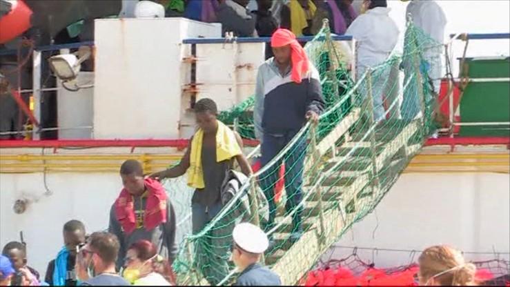 Uratowano około 500 migrantów z przewróconej łodzi. Znaleziono ciała 5 osób