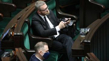 Grzegorz Braun upomniany przez wicemarszałka Sejmu za brak maseczki