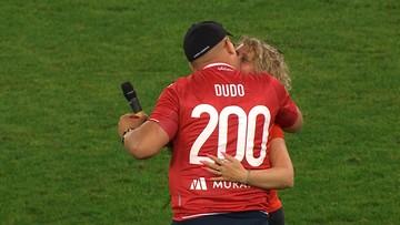 Fortuna 1 Liga: Zrobił to na oczach tysięcy kibiców w przerwie meczu! Ona była zszokowana (WIDEO)