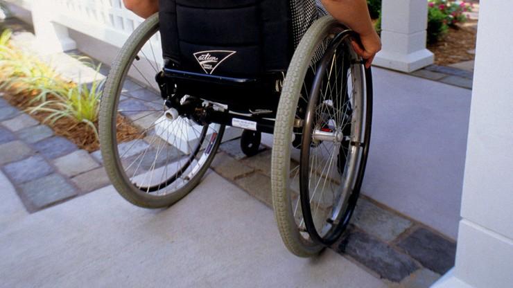 Włoch znęcał się nad Polką na wózku inwalidzkim. Złamał jej kość udową