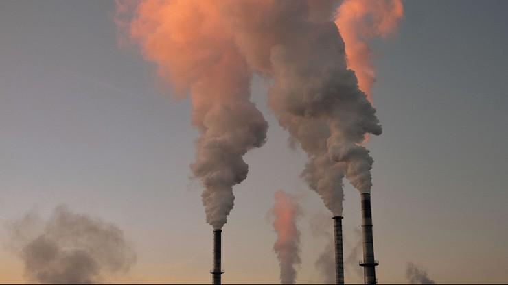 """""""Der Spiegel"""": jakość powietrza wpływa na przebieg infekcji koronawirusem"""