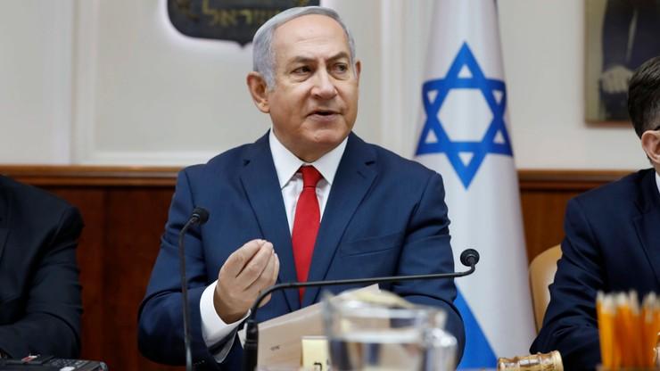 Premier Izraela przesłuchiwany ws. podejrzeń o korupcję. Mógł wpływać na treść tekstów na swój temat