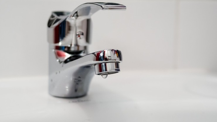 Skażenie wody w woj. świętokrzyskim. W sieci wodociągowej wykryto bakterie coli
