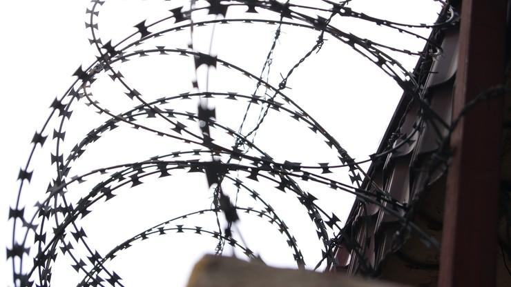 Szwecja: dwoje strażników zakładnikami więźniów. Osadzeni żądali helikoptera i pizzy z kebabem