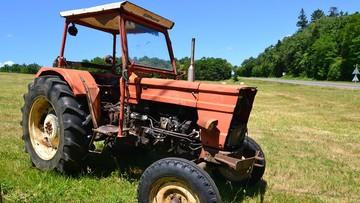 Rolnik oblał gnojówką młodzież imprezującą na jego polu. Bo policja nie chciała interweniować