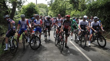 Australijczyk przejechał Tour de France w klapkach, by pomóc dzieciom