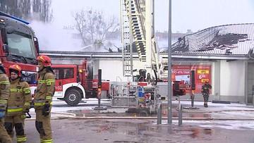 Potężny pożar Lidla w Warszawie. Zawaliła się część dachu