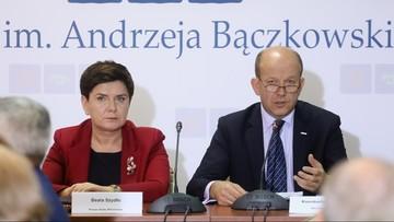 """""""W 2018 r. pula na wynagrodzenia dla rezydentów wzrośnie o ponad 40 proc."""". Premier Szydło przed spotkaniem z lekarzami"""