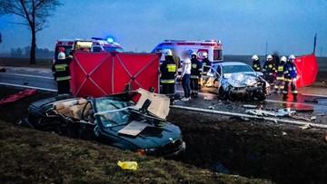 Zderzenie trzech samochodów na Dolnym Śląsku. Nie żyją dwie osoby