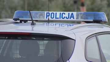 Przy drodze znaleziono ciało mężczyzny, obok ślady hamowania