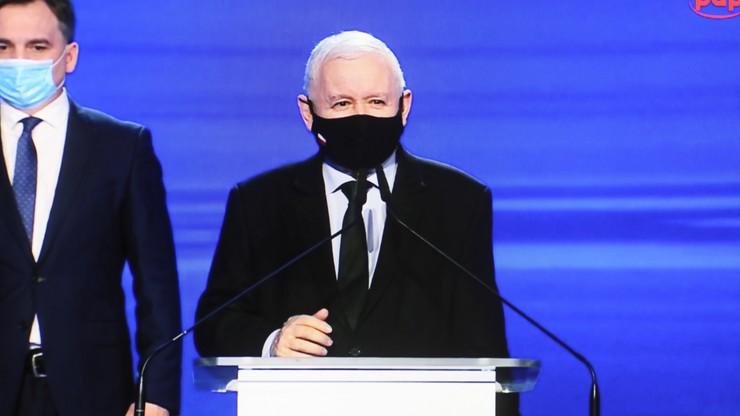 """Kaczyński o domach z Polskiego Ładu. Tłumaczy, o co chodzi z """"płaskim dachem"""""""