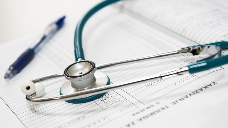 """""""Puls Biznesu"""": lekarzy w Polsce jak na lekarstwo"""