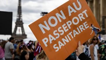 Protesty przeciwko paszportom sanitarnym we Francji