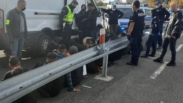 Lubuskie. Dostawczy bus z 34 migrantami zatrzymany przez służby