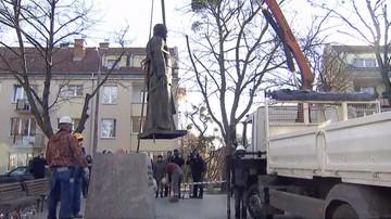 Zdemontowano pomnik ks. Jankowskiego. Związkowcy chcą postawić monument w innym miejscu