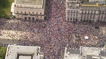 Tysiące osób na demonstracji przeciwko Brexitowi. Chcą kolejnego referendum