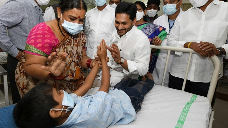 Tajemnicza choroba w Indiach. Co najmniej jedna ofiara, ponad 200 osób w szpitalach