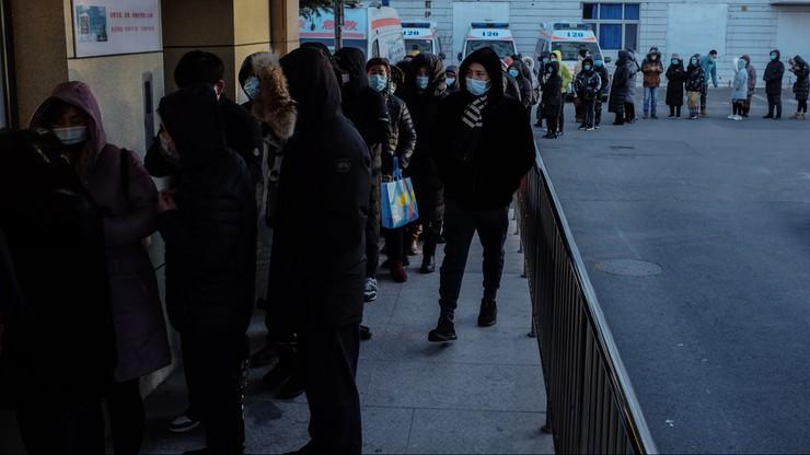 Eksperci WHO przylecieli do Wuhan. Po drodze u dwóch z nich wykryto Covid-19