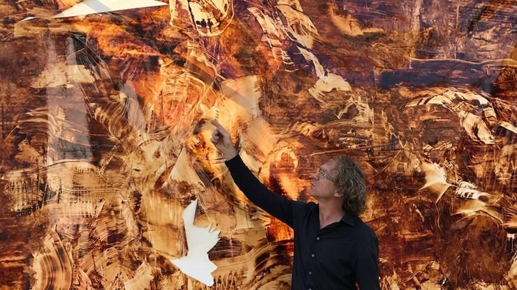 Pijany 19-latek zniszczył obraz na wystawie. Artysta szacuje straty na ponad pół miliona zł