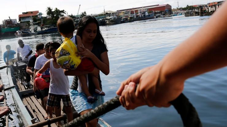 Tajfun Melor atakuje Filipiny. Tysiące ewakuowanych
