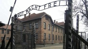 Rozebrali się przed Auschwitz, zabili owcę i skuli się łańcuchami. Staną przed sądem