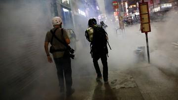 19-latek rozdawał antyrządowe ulotki w Hongkongu. Został zraniony nożem w szyję i brzuch
