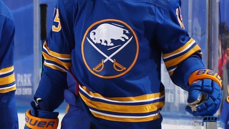 NHL: Hat-trick Sama Reinharta i przerwana seria zwycięstw Boston Bruins