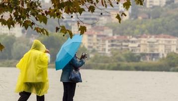 Pochmurno i deszczowo, w niedzielę niewielka zmiana. Prognoza pogody na weekend
