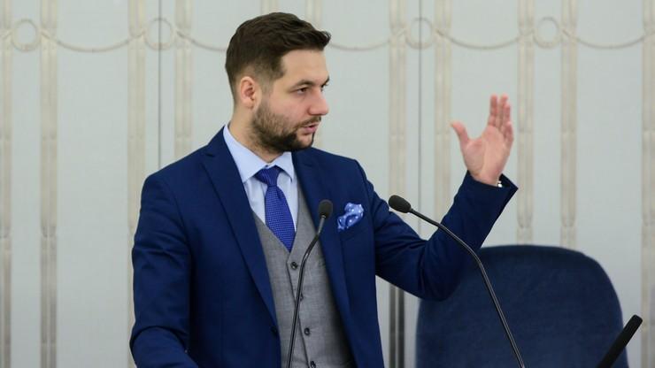 Udostępnił służbowe numery telefonów polityków. Prokuratura oskarża go o nawoływanie do uporczywego nękania