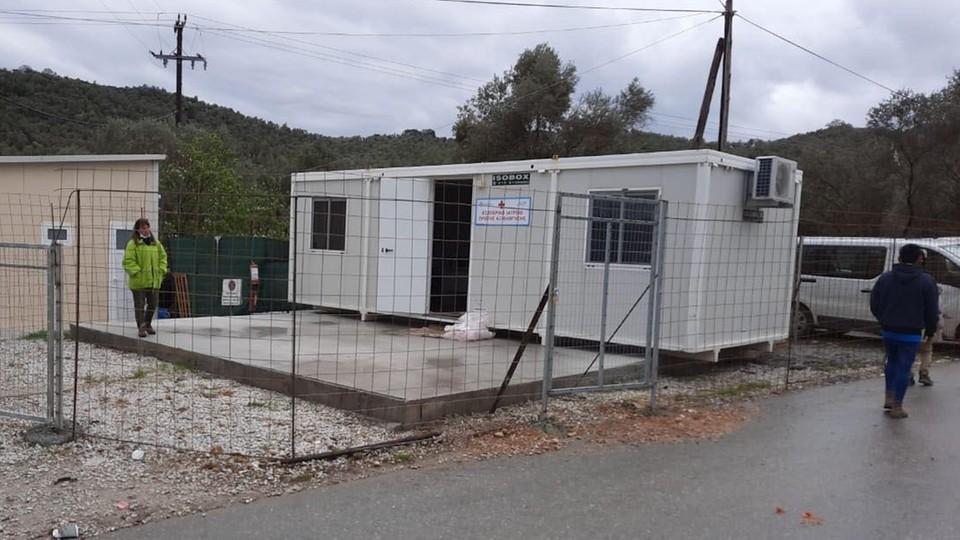 Nieczynne centrum medyczne w obozie Moria