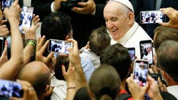 Papież Franciszek ma przepustkę covidową. Watykan rozważa obostrzenia na audiencjach